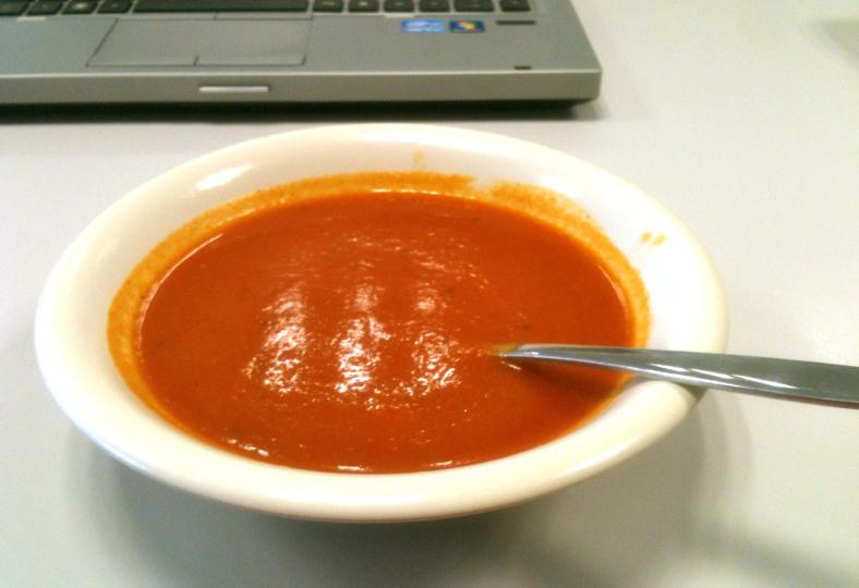 Zacht pittige paprikasoep met knoflook en room