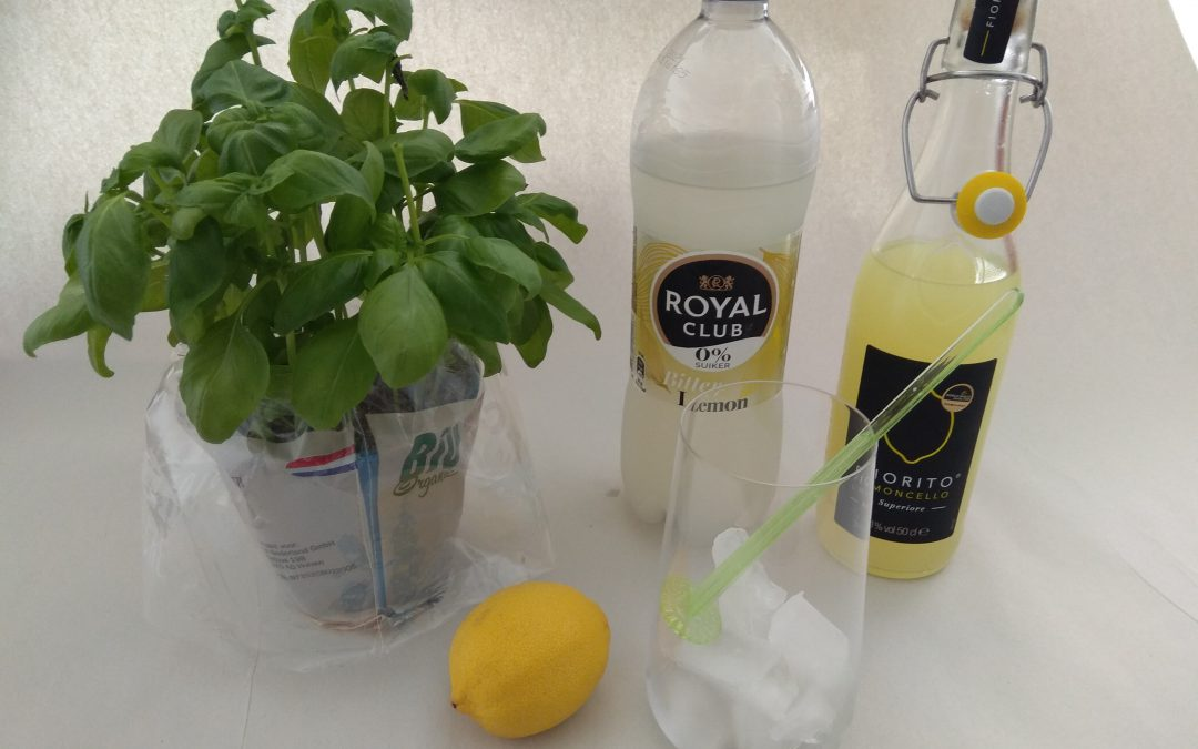"Verfrissende limoncello cocktail ""the lemonbalcony"""